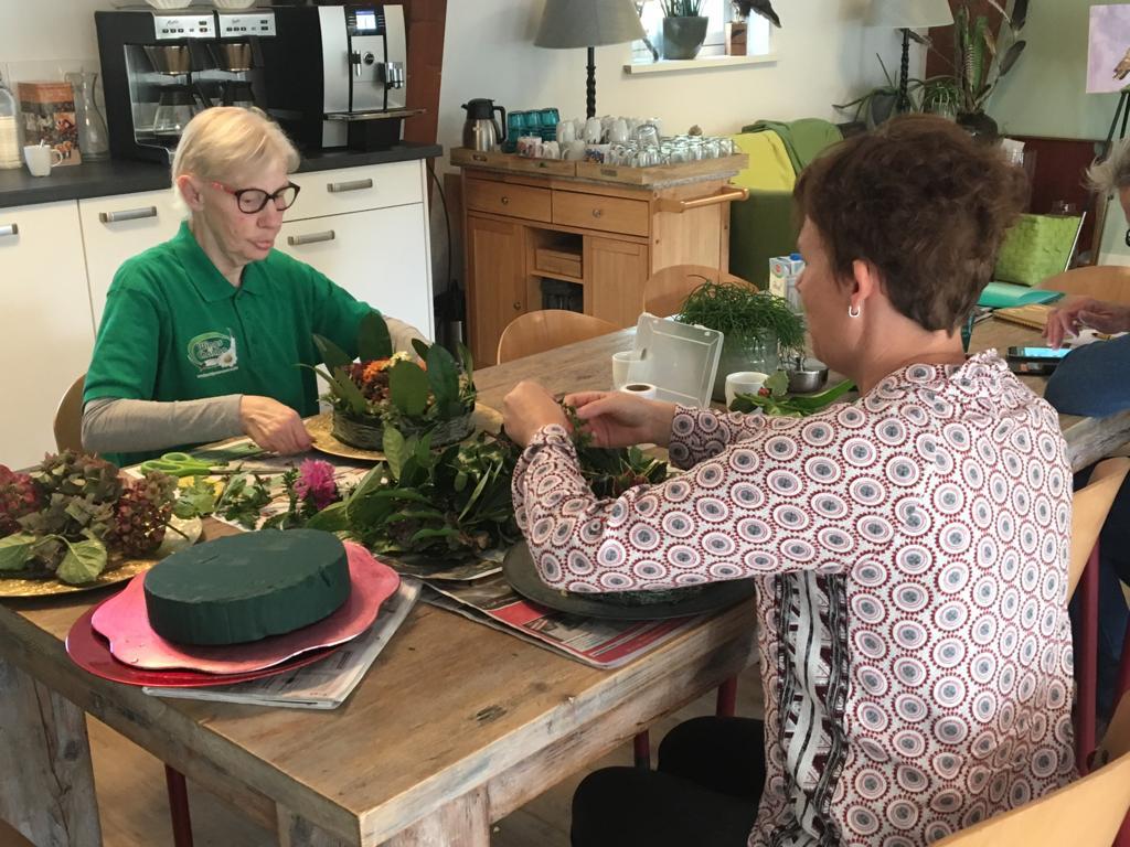 Activiteit Bloemschikken Inloophuis Sociale Huiskamer