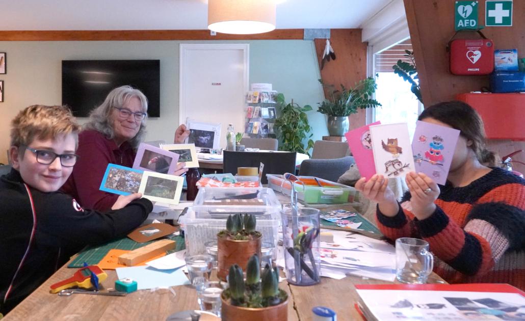 Inloophuis Sociale Huiskamer activiteit kaartjes maken voor de winkel